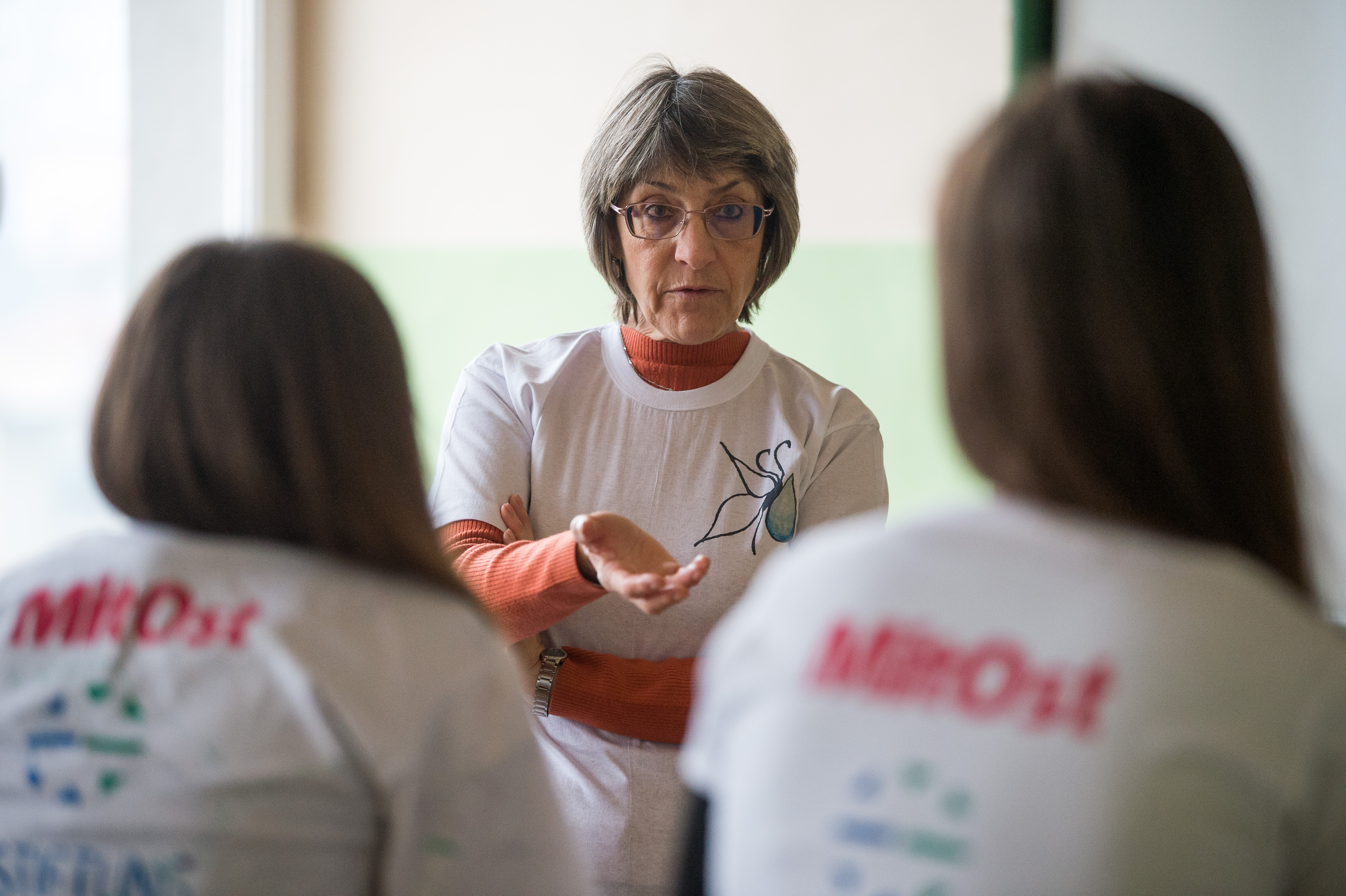 "Katya Brankova, teacher, discuss with her students in their classroom at the Secondary school ""Brothers Peter and Ivan Kanazirevi"" in the town of Razlog on December 4, 2020. NIKOLAY DOYCHINOV for AufRuhr"
