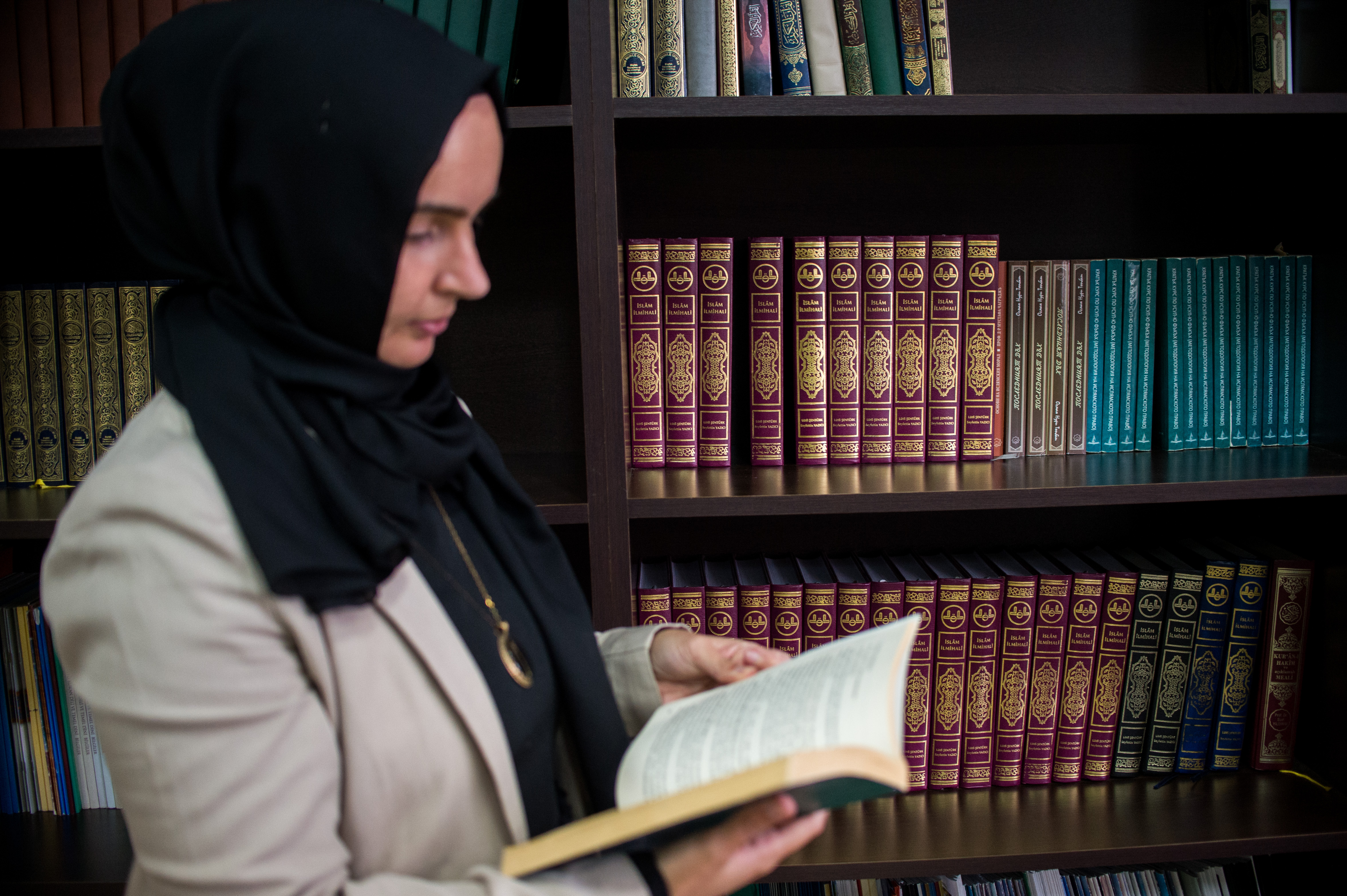 Fikrie Bozova, teacher, reads a book in the library of the Muslim Theological School in the town of Momchilgrad on December 6, 2020. NIKOLAY DOYCHINOV for AufRuhr